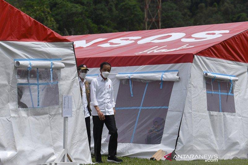 Presiden Jokowi kunjungi posko pengungsian Mamuju