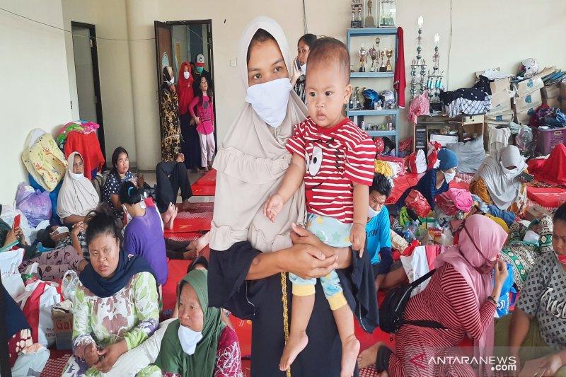 Warga tak bisa lagi selamatkan barang di rumah ketika banjir menerjang