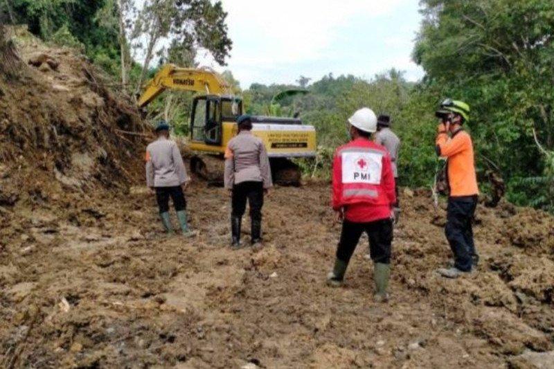 Longsor kembali putus jalur trans Sulawesi Majene-Mamuju