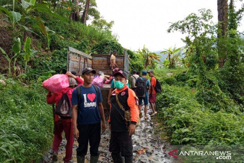 Akibat longsor, masyarakat di kawasan TN Meru Betiri sempat terisolasi