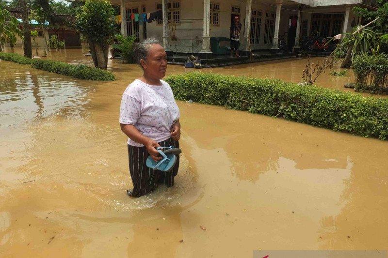 Delapan kecamatan banjir dan longsor di Jember butuh bantuan