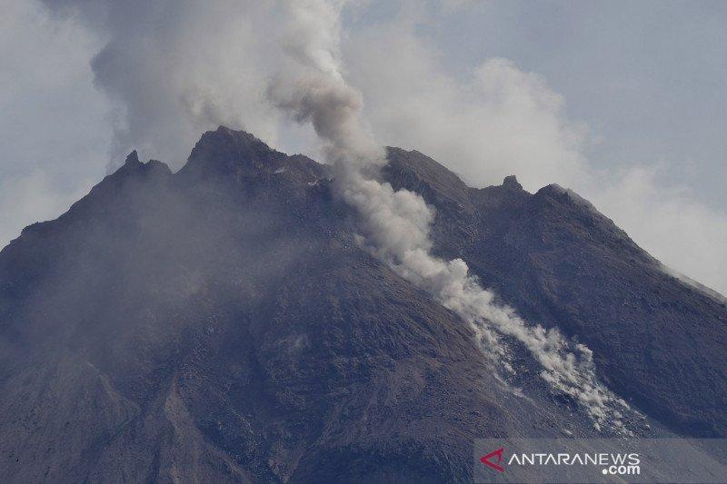 Awan panas guguran kembali meluncur dari Gunung Merapi delapan kali