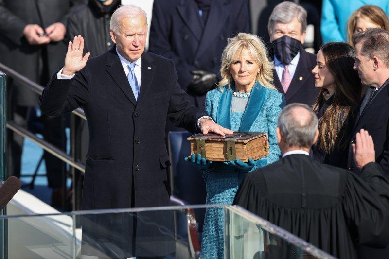 Merawat demokrasi dan persatuan, tantangan terberat Joe Biden