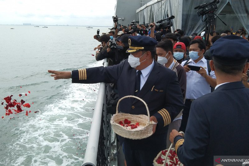 Tim DVI Polri identifikasi dua jenazah korban Sriwijaya Air