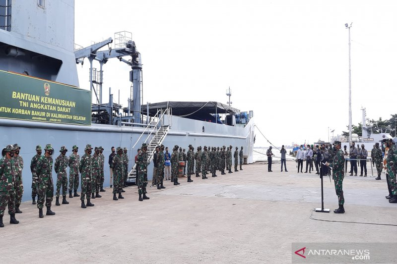 Kapal pengangkut bantuan bagi korban banjir Kalsel tiba di Banjarmasin