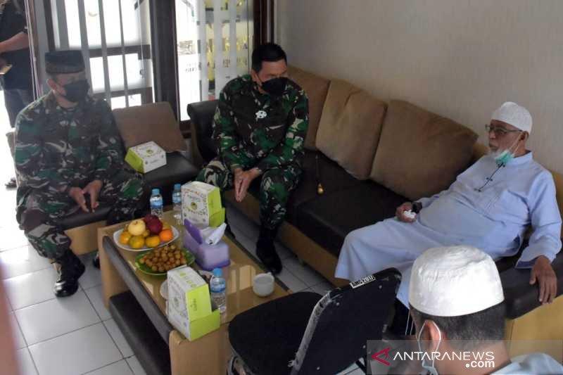 Komandan Korem 074/Warastratama serahkan bantuan APD di Ponpes Ngruki