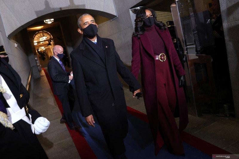 Mengulik busana Michelle Obama di inagurasi Joe Biden