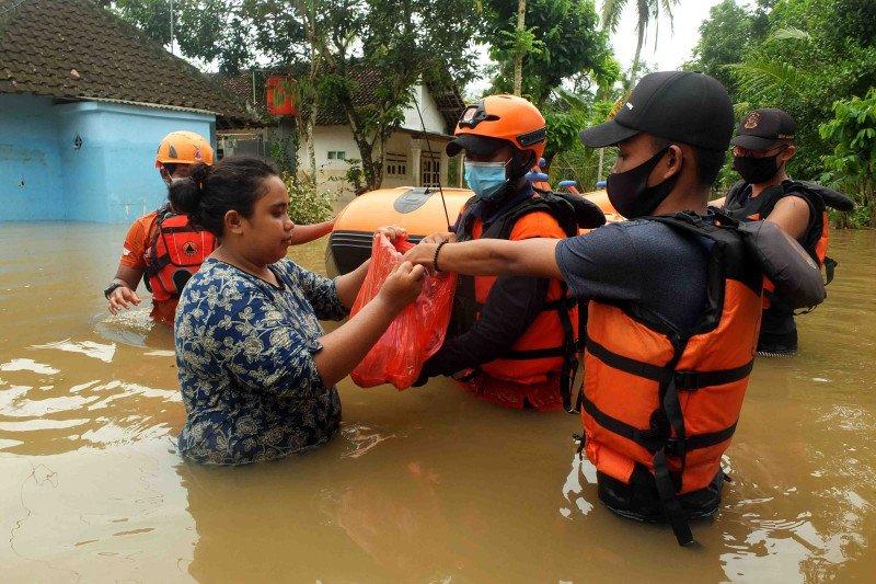 Bahu membahu tangani banjir di Jember tanpa dukungan APBD