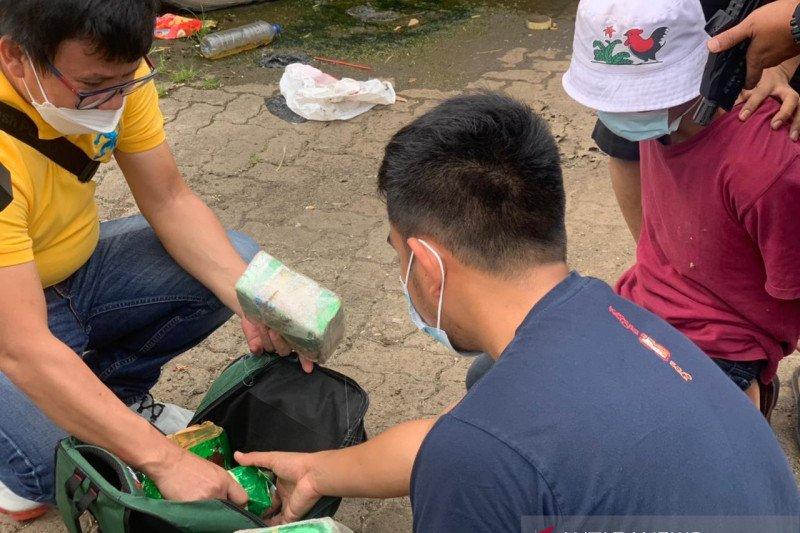 Kembangkan kasus, Polres Metro Jakbar tangkap bandar sabu di Palembang