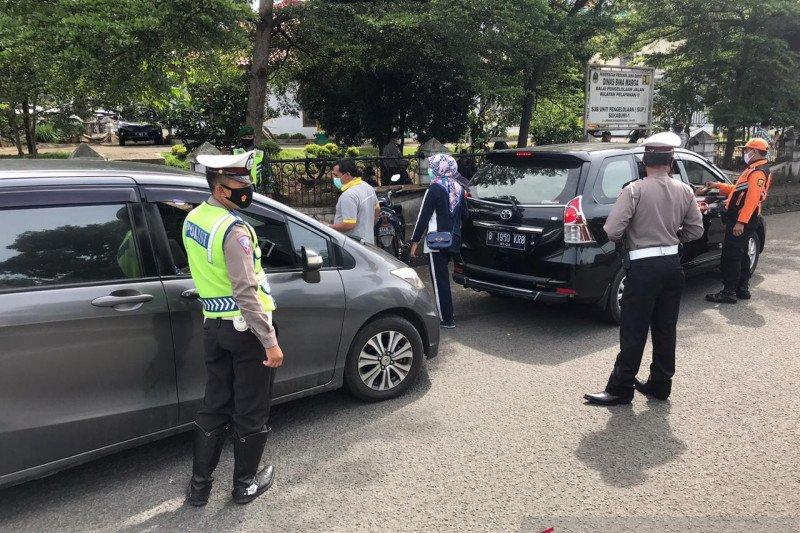 Langgar PPKM warga luar Sukabumi diperintahkan kembali ke daerahnya