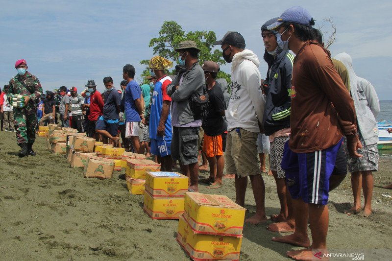 Penyaluran logistik untuk nelayan korban gempa Sulbar