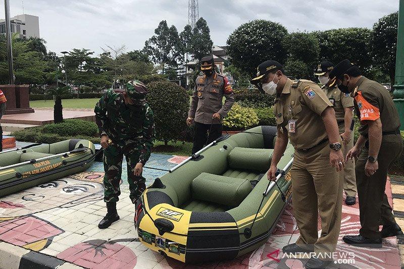 Pemkot Jakbar tambah sarana evakuasi antisipasi banjir