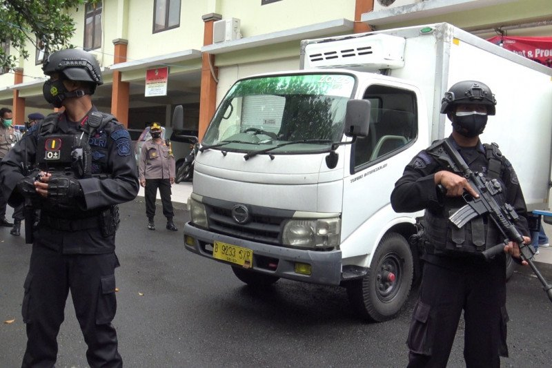 TNI-Polri jaga ketat penerimaan 3.720 vial vaksin COVID-19 di Jembrana