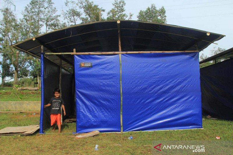 Hunian sementara untuk pengungsi gempa Sulawesi Barat