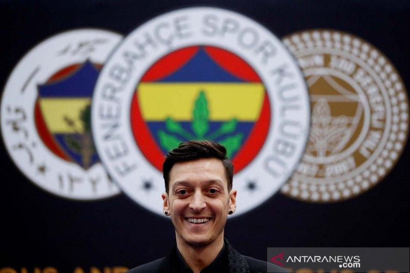 Mesut Ozil berlabuh ke Fenerbahce