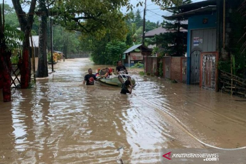 BPBD sebut warga Riau di bantaran sungai harus waspada banjir