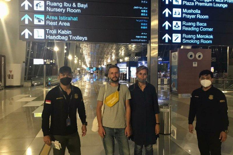Imigrasi deportasi dua turis Belarusia karena berbisnis online di Bali