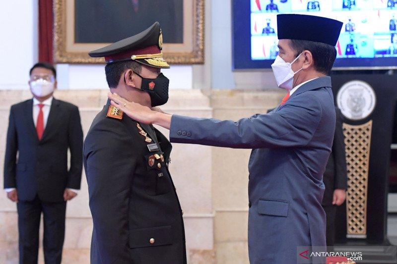Kemarin, Listyo dilantik jadi Kapolri hingga vaksinasi kedua Jokowi