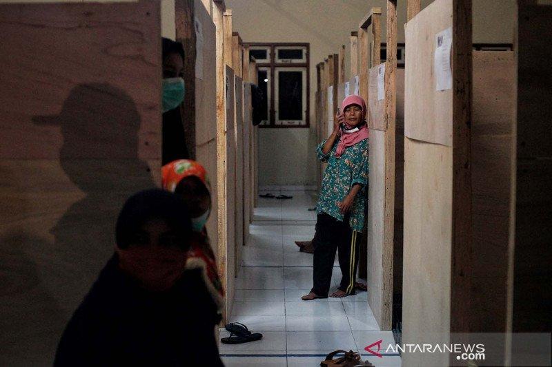 Warga Turgo di lereng gunung Merapi mengungsi