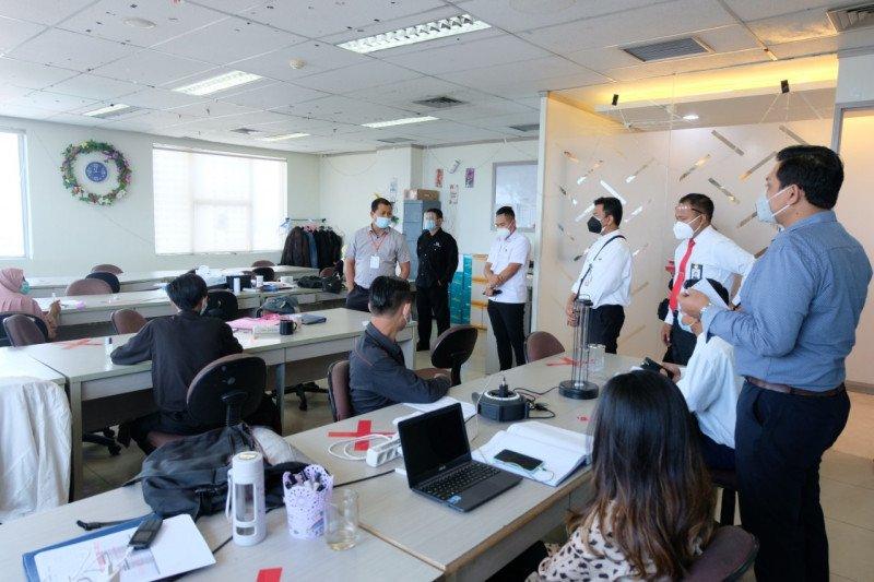 Kantor di Surabaya terapkan denda Rp250 ribu karyawan tak bermasker
