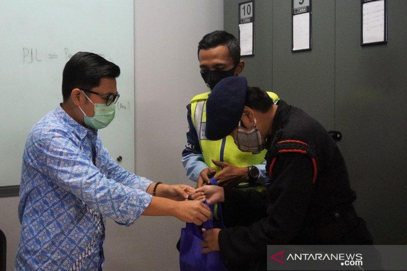 Petugas TransJakarta dan polisi gagalkan pemuda mau bunuh diri