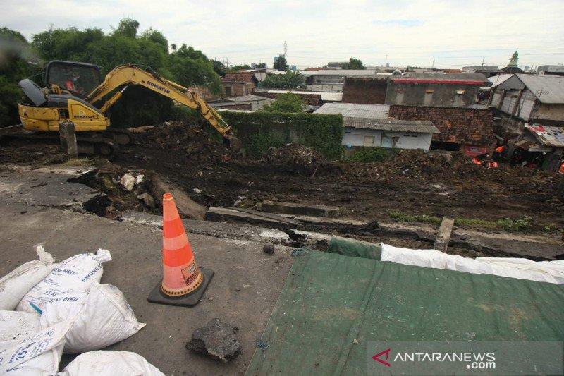 Terjadi longsor, PJR Tol tutup tol Surabaya-Gempol golongan III