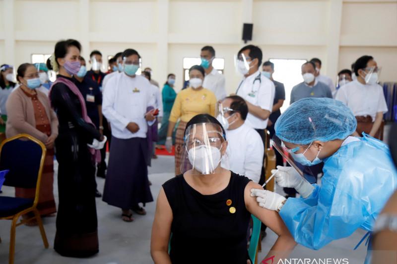 Tertular COVID-19 di penjara, penasihat Suu Kyi meninggal