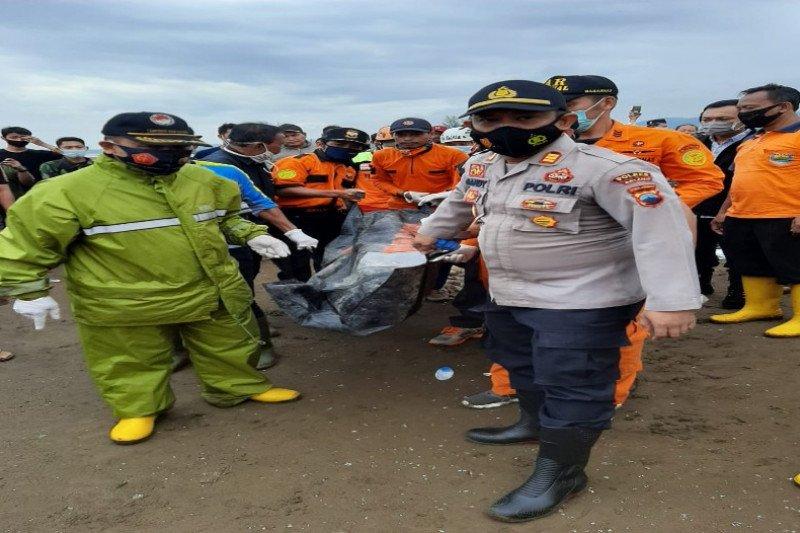 Tim SAR temukan korban tenggelam di Pantai Roban Batang