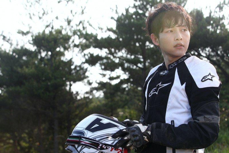 Lima karakter Song Joong-ki yang mempesona di drama Korea