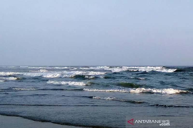 BMKG prakirakan tinggi gelombang laut selatan Jabar-DIY capai 6 meter