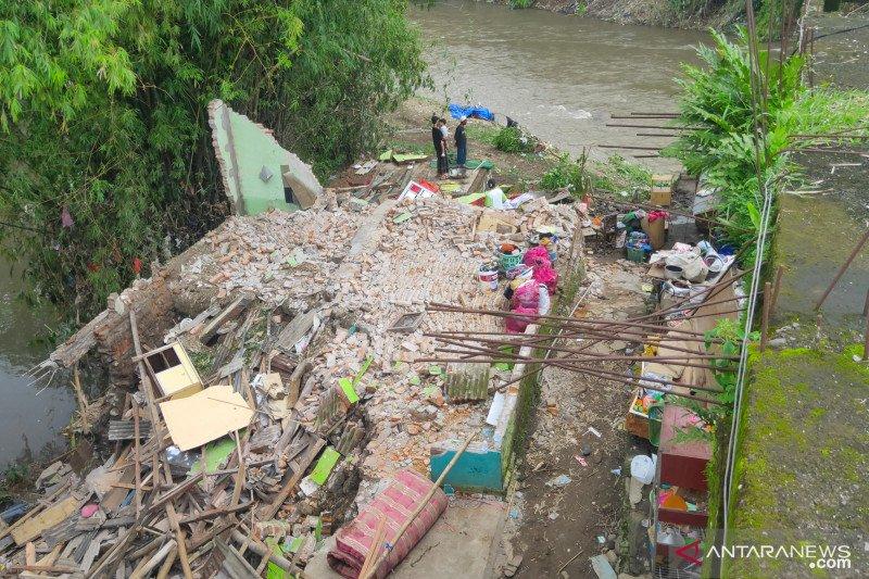 77 rumah rusak diterjang banjir Sungai Bedadung, Jember-Jatim