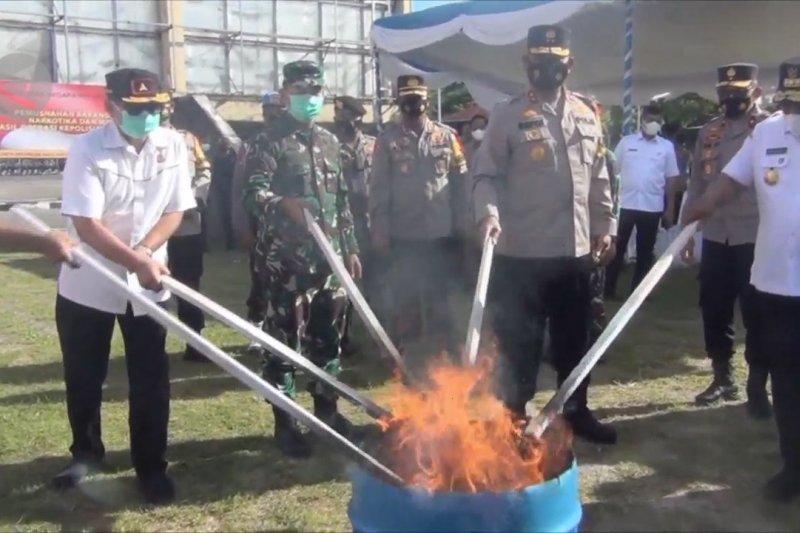 Polda Maluku musnahkan ribuan miras dan narkotika