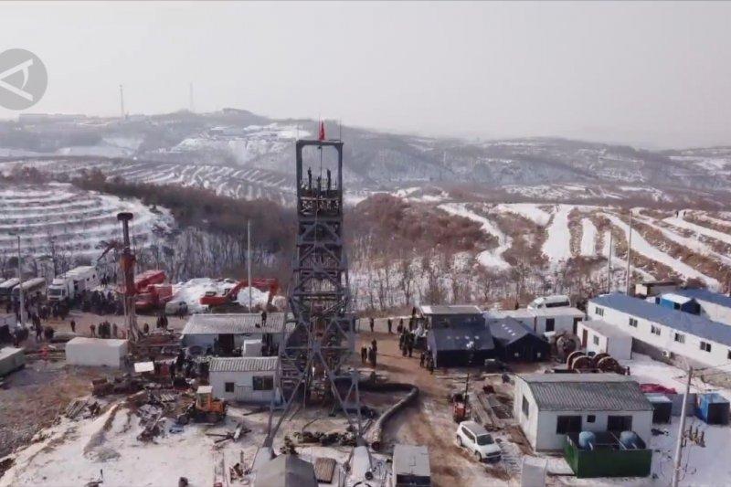 Tim penyelamat evakuasi 10 jasad korban ledakan tambang emas di China timur
