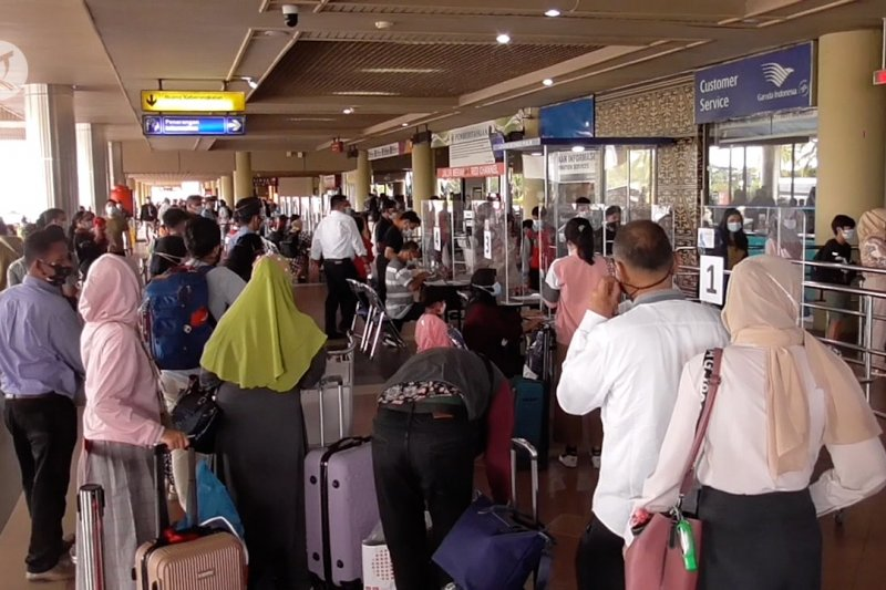 10 ribu penumpang padati Hang Nadim pada puncak arus balik Nataru