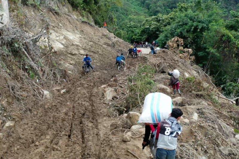 Masyarakat Ulumanda Majene berharap akses jalan segera pulih