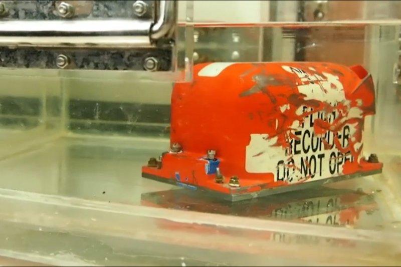 Ini proses pengunduhan data kotak hitam pesawat Sriwijaya Air SJ-182