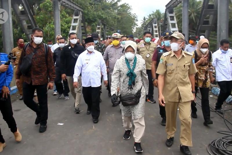 Kunjungi korban banjir di Halmahera, Risma bawa pesan Presiden