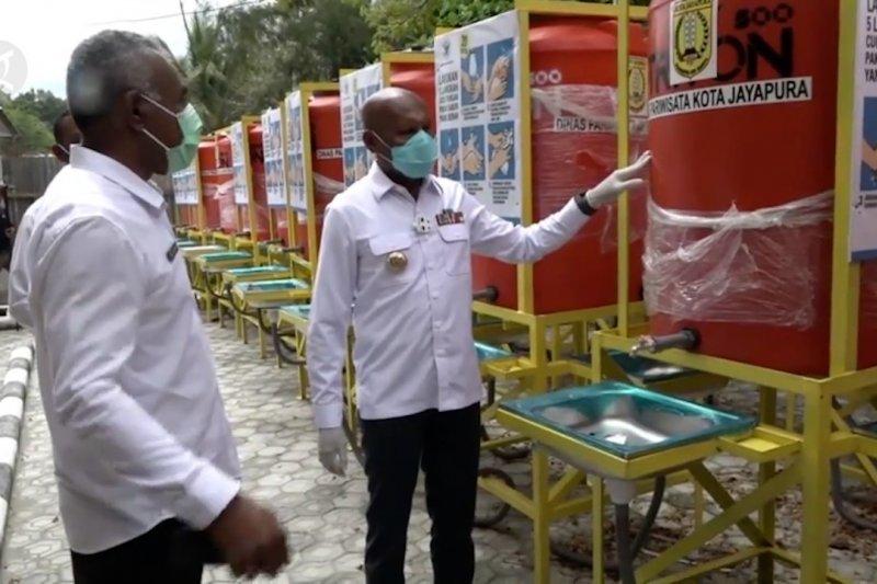 Pemkot Jayapura serahkan 100 tandon air bagi pengelola objek wisata