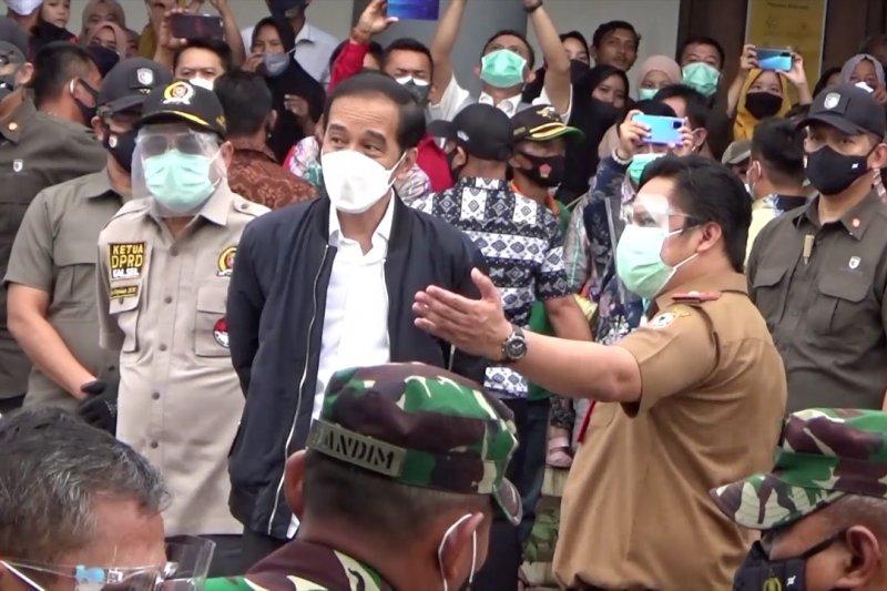 Presiden Jokowi kunjungi korban banjir Kalsel di posko pengungsian Martapura