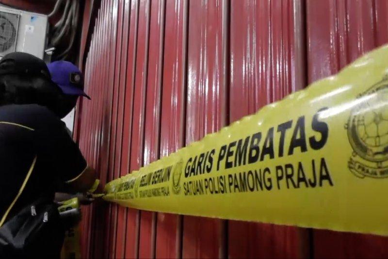 Satpol PP Kota Semarang segel toko pelanggar PPKM