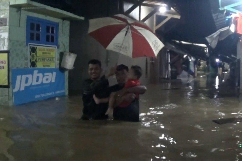 Banjir Pekalongan, puluhan warga mengungsi