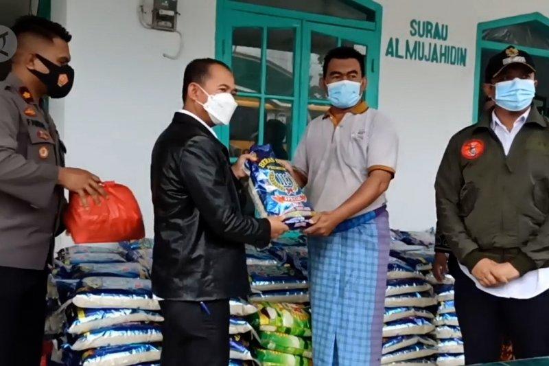 Bupati Bangka antar 900 sembako untuk korban banjir rob