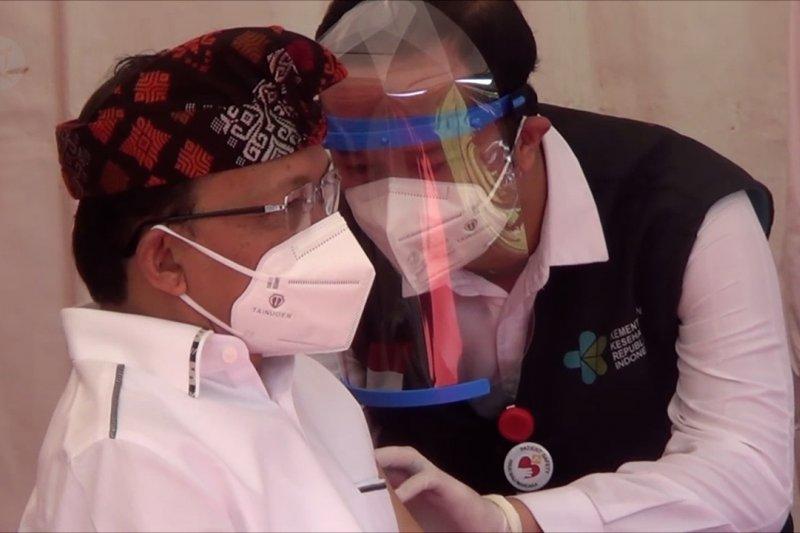 Pastikan aman,3 Pejabat di Bali tampil perdana disuntik vaksin COVID-19