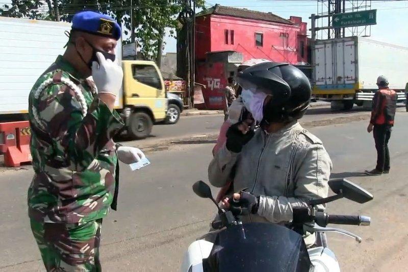 Gubernur sebut PPKM tingkatkan kedisiplinan penggunaan masker di Jabar