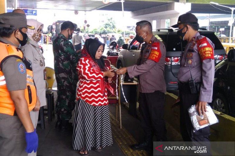 Polsek Tanah Abang sebar 1000 masker dukung warga terapkan 3M