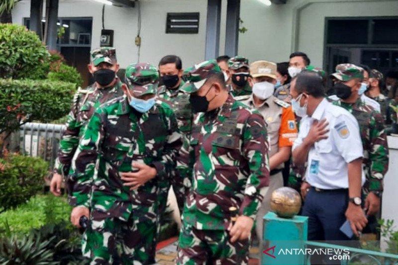 Pangdam Jaya sidak penerapan prokes di stasiun MRT dan KRL