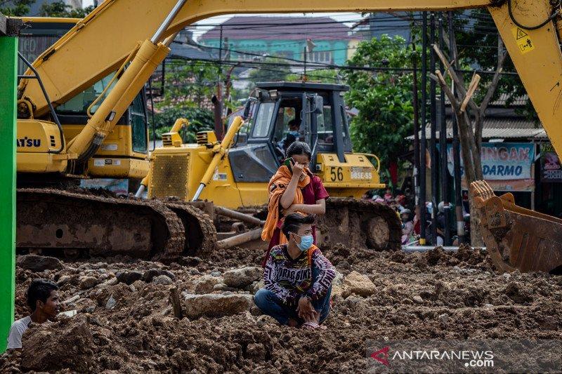 Penyegelan bangunan ilegal di tanah sengketa