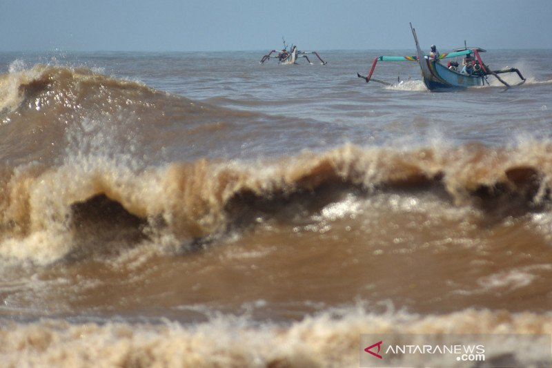 Waspada gelombang 1,25-2 meter di barat Laut Jawa dan Kepulauan Seribu