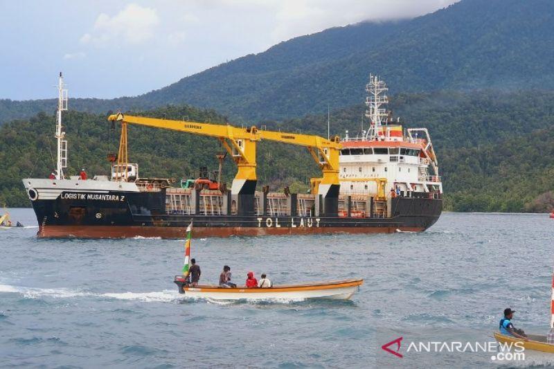 Pelni pecahkan rekor angkut 56 kontainer beras ke Papua
