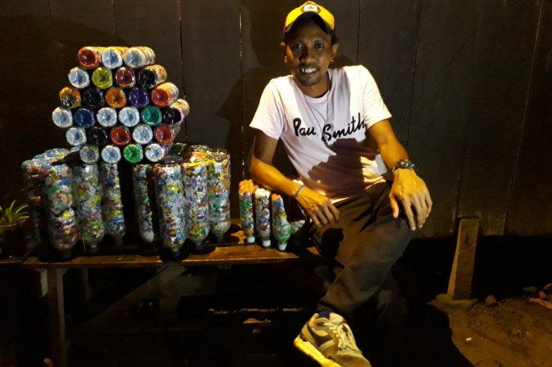 Georgie Manuhuwa, si pemburu sampah plastik di Ambon